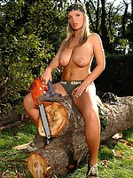 Busty superstar Ines Cudna strips outdoors