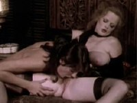 Sexy Retro Lisa De Leeuw in hot lesbian double dildo action