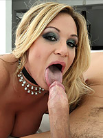 Tyler Faith blonde dropping and slicing her hole on a pole