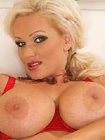 Sharon Pink milf blonde with huge juggs plays dildo