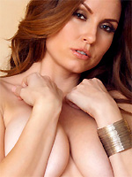 Jamie Lynn exposes her big boobs and trimmed pussy